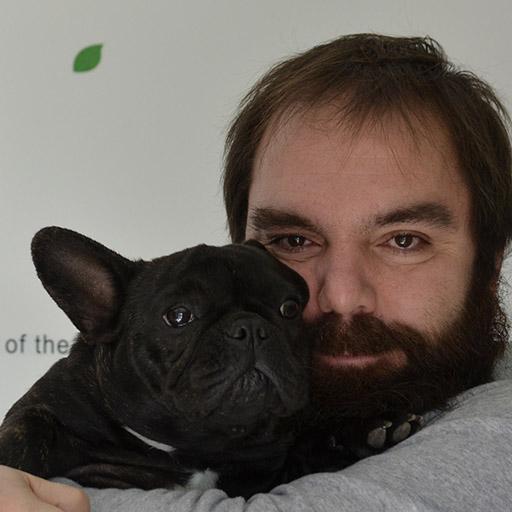 cria familiar bulldog francés